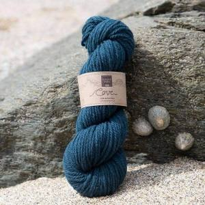 Cove over-dyed Dulas Mor dark turquoise Chunky knitting yarn