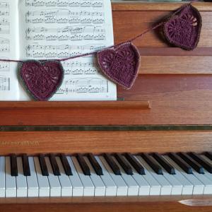 Feel the Love crochet heart bunting free pattern