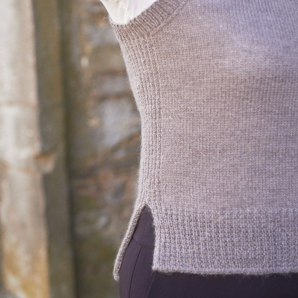 Trym Vest 4 ply Hem Closeup - Blacker Yarns